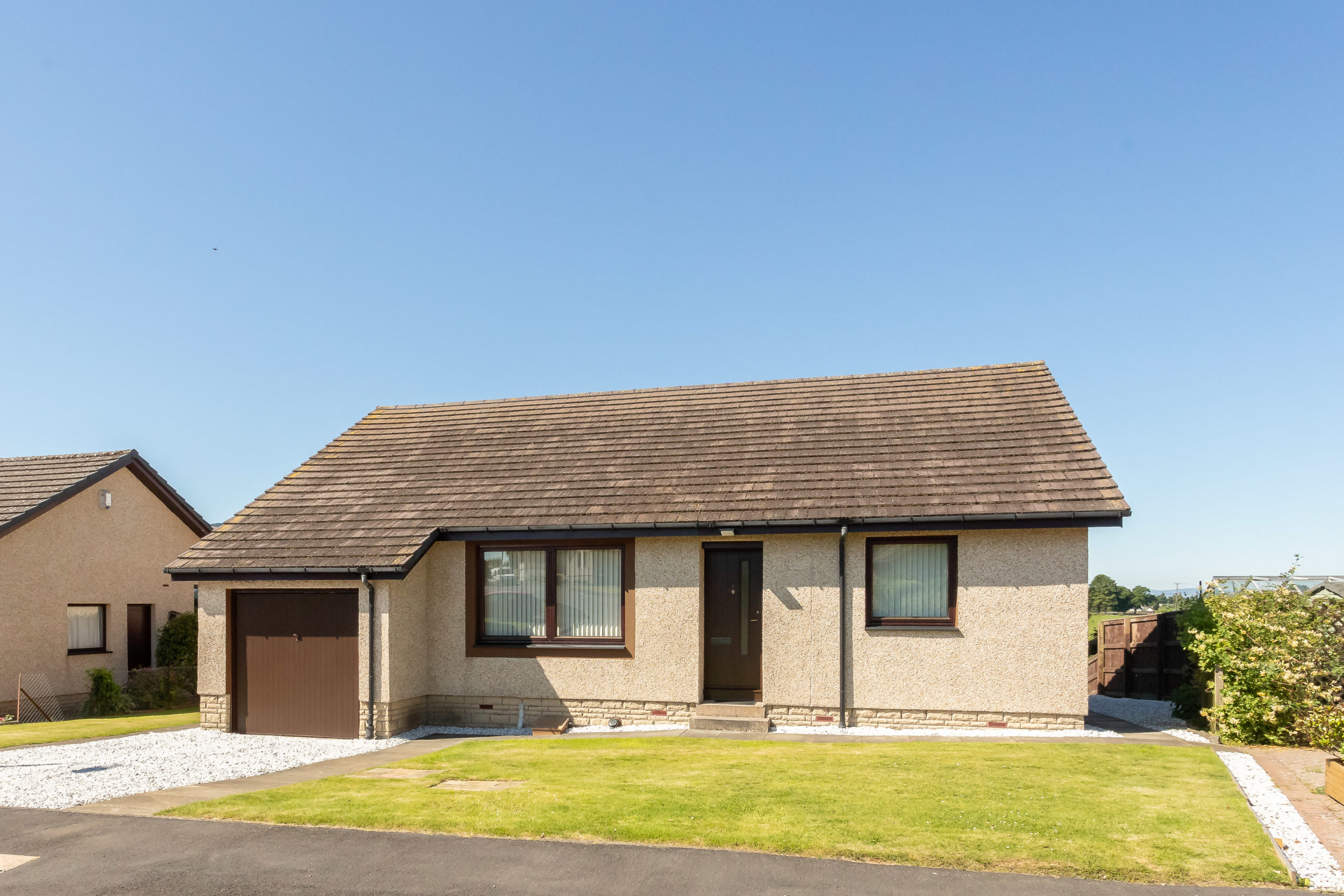 3 Bed Detached Bungalow – 9 Romangate, Dunning, PH2 0SU