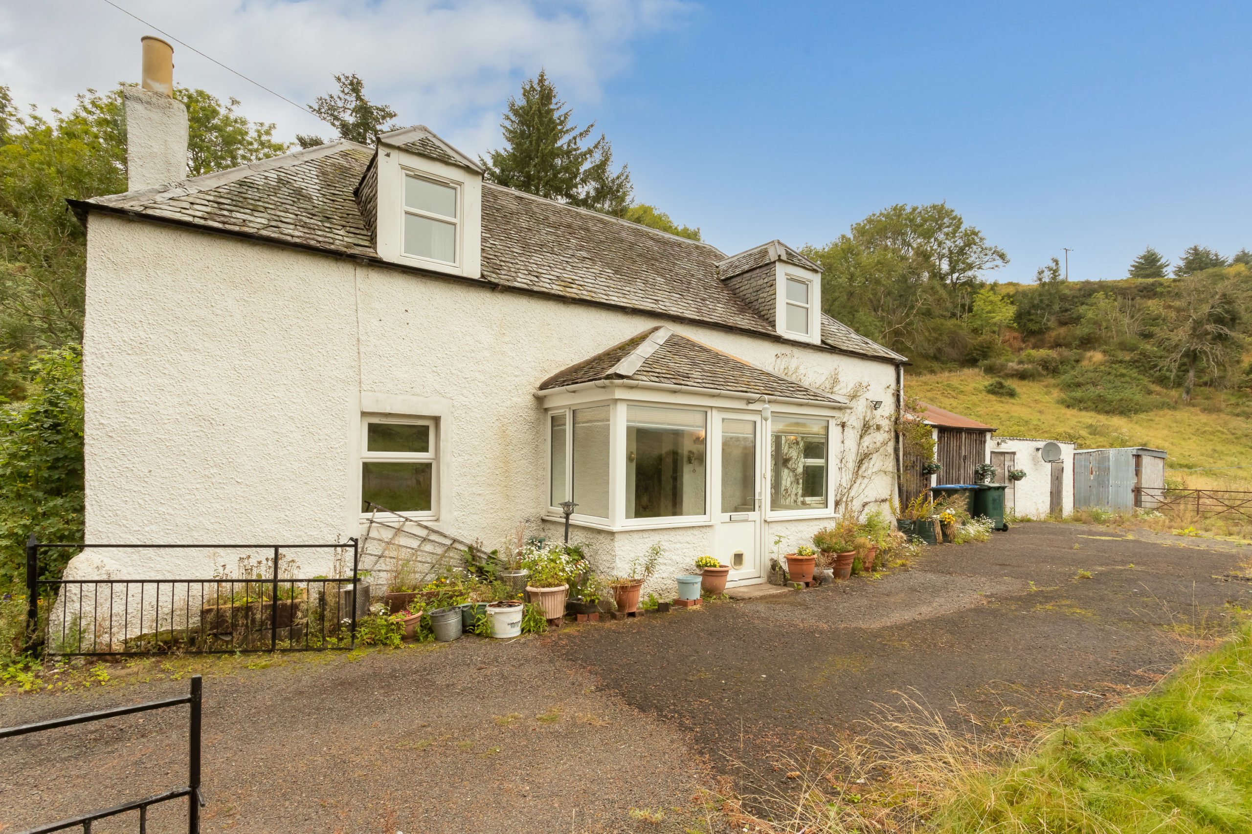 2 Bed Detached Cottage – Pathfoot of Condie, Forgandenny, PH2 9DN